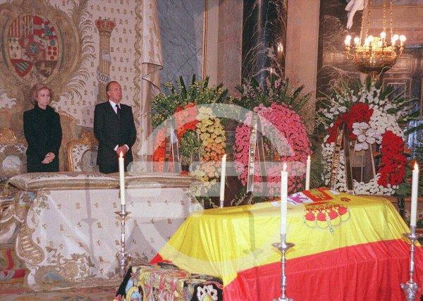 Funerales de la Realeza - Página 2 Velando